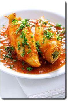 Squid stuffed whole Best Fish Recipes, Whole30 Fish Recipes, Meat Recipes, Cooking Recipes, Healthy Recipes, Recipies, Shellfish Recipes, Seafood Recipes, Tunisian Food
