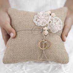 cuscino-portafedi-yuta-per-matrimonio-shabby-chic-f0f.jpg (600×600)