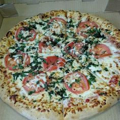 Spinach tomato and basil pizza.. So goood!