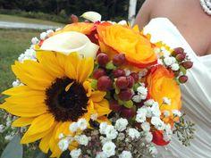 I Girasoli... i fiori perfetti per chi si sposa in questo periodo... luglio/agosto... nel mio giardino sono in piena fioritura... che belli... sono romantici, allegri e solari... perfetti per un matrimonio in stile Country e Sbarazzino