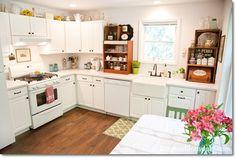 Farmhouse Kitchen at the Blue Cottage. DagmarBleasdale.com. #cottage #farmhouse #kitchen #vintge #white #crates