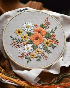 Crewel Embroidery Kits, Floral Embroidery Patterns, Dmc Embroidery Floss, Modern Embroidery, Learn Embroidery, Vintage Embroidery, Diy Broderie, Embroidery For Beginners, Printed Cotton