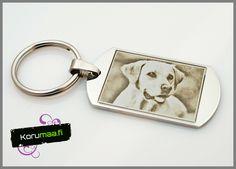 Avaimenperä koiran kuvalla. Kaiverruta avaimenperään haluamasi valokuva. Tilaa itsellesi tai lahjaksi! http://www.korumaa.fi/product/20/avaimenpera-valokuvalla-26x45cm #koira #lemmikit #labradorinnoutaja