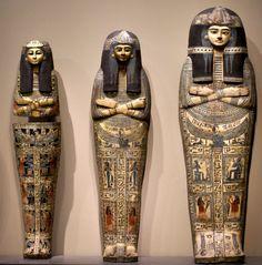 https://flic.kr/p/7LPw39 | Frankfurt, Liebieghaus, Särge der Amun-Priesterin Takait (sarcophagi of the Amun Priestess Takait) | Särge der Amun-Priesterin Takait, Ägypten 13. Jh. v. Chr. Sarcophagi of the Amun Priestess Takait, Egypt, 13th century A.C.  Da das diesseitige Leben nur ein täuschendes Trugbild war, glaubten die alten Ägypter, nach dem Tod in die eigentliche, wahre Existenz einzutreten. Hierfür mussten zahlreiche Vorbereitungen getroffen werden, von besonderer Bedeutung war die…