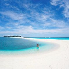 """Kalanggaman Island, Philippines @janriofalltrades """"The Kalanggaman Island is in Palompon, Leyte, Philippines"""" - Contribute on Facebook.com/backpackerstory for a FEATURE"""