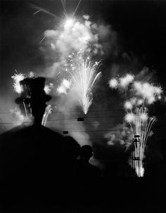 from loeildelaphotographie.com  Nuit de Longchamp 1937   ©Estate Brassaï