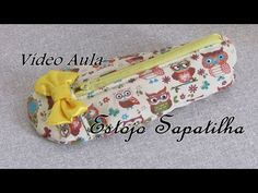 Estojo sapatilha - YouTube Snap Bag, Backpack Pattern, Zipper Pouch, Sewing Tutorials, Coin Purse, Patches, Wallet, Purses, Personalized Items