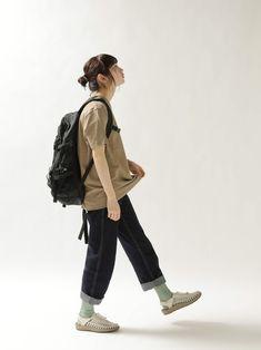 크로키 자료실 on in 2020 Female Pose Reference, Pose Reference Photo, Human Reference, Drawing Reference Poses, Sitting Pose Reference, Gesture Drawing Poses, Japonese Girl, Walking Poses, Looks Teen