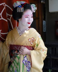 """oiran-geisha: """" The maiko Tomitsuyu with a smile. (Taken by David Esteban and click here for the individual source) """""""