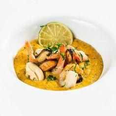 """237 aprecieri, 2 comentarii - Carrefour Romania (@carrefourromania) pe Instagram: """"Dacă te întrebi ce ai putea să gătești pentru o cină romantică, avem o propunere pentru tine:…"""" Pineapple Upside Down, Mussels, Shrimp Recipes, Thai Red Curry, Zucchini, Ethnic Recipes, Bundt Cakes, Website Link, Channel"""