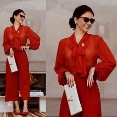 Elas usam Carol Bassi - a linda e cool #AliceFerraz @fhits com a camisa gola laço em seda vermelha.  They wear CB - the beautiful and cool Alice Ferraz wearing the red silk pussy-bow blouse. #carolbassi #carolbassibrand #fhits