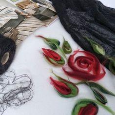 Немного расскажу о технике в которой я работаю очень интенсивно в последнее время. На вязаном полотне,а это может быть что угодно- шарф,палантин,платье,- я выкладываю рисунок из шерсти мериноса. Эта шерсть в пасмах разных цветов и немного напоминает краски.(люблю рисовать и поэтому во всем вижу краски) Этими прядками выкладывается рисунок и потом с помощью воды и мыла валяется. В конце получается все как одно целое. При стирке ничего не может отвалиться. Весь рисунок словно вроста...