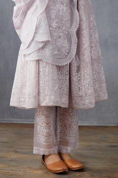 Casual Indian Fashion, Indian Fashion Dresses, Unique Dresses, Stylish Dresses, Pakistani Kurta Designs, Stylish Summer Outfits, Indian Designer Suits, Pakistani Dresses Casual, Designer Party Wear Dresses