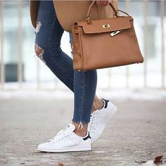 Hermes Kelly gold, simply a must have for every fashionista! Repost @meetup_style💜💜💜💜 #swapshopgr #goshoppinginyourcloset #secondhandbags 👜👛👝 #secondhandshoes 👠👡👠👡 #secondhandclothes 👗👘👖👚#secondhandaccessories 💍🕶🌂#fashion #vintage #vintagebags #vintageshoes #designerbags #designershoes ❤️❤️❤️❤️ #preloved #secondhand  #designershopping #shopping  #styleblog #authenticonly #authenticbags #birkin #coffee #kellybag #hermes  #streetfashion ⠀⠀ For further inquiries please contact…