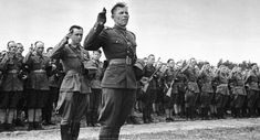 Polish Army officers and enlisted infantrymen of the 1st Tadeusz Kościuszko Infantry Division taking their new oath in Sielce near the Oka River, May 1943.