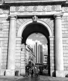 Milano   #ig_milan #vivolombardia #vivomilano #loves_milano #loves_lombardia #volgoitalia #volgomilano #loves_united_italia #loves_united_lombardia #top_lombardia_photo #milanocityofficial #milanodavedere #milano #city #bnw_lombardia #bnw_milano #postit by giorgia_barbieri_