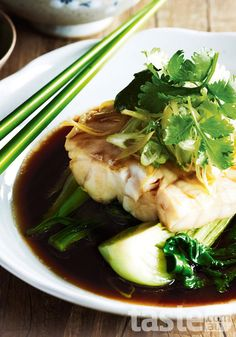 This Chinese steamed fish recipe is great for anyone looking for a quick low-fat. This Chinese steamed fish recipe is great for anyone looking for a quick low-fat meal. (Recipe by Louise Pickford; Photography by Ian Wallace) gedämpf. Fish Dishes, Seafood Dishes, Seafood Recipes, Cooking Recipes, Chinese Steamed Fish, Chinese Fish Recipe, Chinese Food, Steam Recipes, Asian Cooking