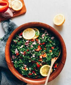 Fresh, flavorful, grain-free tabbouleh salad made with 6 ingredients, 10 minutes, and 1 bowl! The perfect salad or side dish for Mediterranean entrées. Raw Vegan Recipes, Vegetarian Recipes, Healthy Recipes, Tabouleh Salat, Gluten Free Sides Dishes, Baker Recipes, Comida Latina, Shawarma, How To Make Salad