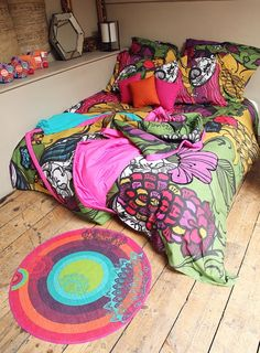 Monivärinen Desigualin pussilakanasetti on makuuhuoneen väriläiskä.
