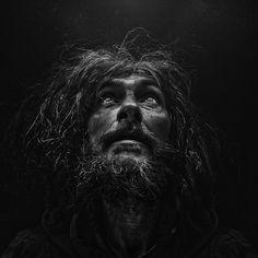 Lee Jeffries, Portrait of homeless man Lee Jeffries, Homeless People, Homeless Man, Black And White Portraits, Black And White Photography, Photo Polaroid, Old Faces, Photo D Art, Street Photographers