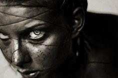 EMMA GUNST : Belén Reyes, Con los ojos herméticos te miro