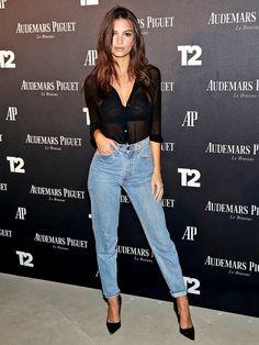 セクシーすぎる! 新デニム女王はエミリー・ラタコウスキーに決まり エミリー・ラタコウスキー(Emily Ratajkowski)の私服ファッション Black Shirt With Jeans, Black Mom Jeans Outfit, Mom Jeans Outfit Summer, Shirt And Jeans Women, Black High Waisted Jeans Outfit, Levis High Waisted Jeans, Outfit Jeans, Black Denim Jeans, Shoes With Jeans