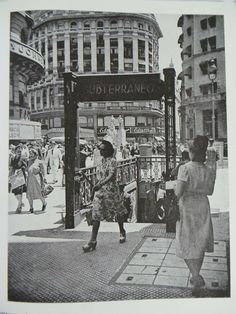 Great photography book of Buenos Aires in the Text in Spanish & English. He is the author of The 12 prophets of O Aleijadinho Strolling through Rio and Buenos Aires, recopilación fotográfica Argentina Culture, Visit Argentina, City People, Florida, México City, Book Photography, Where To Go, Old Photos, Places To Visit