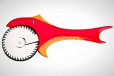 με κοφτερά δόντια αυτό το πιράνχας υπόσχεται να κόβει εύκολα και αποτελεσματικά την πίτσα ή τις πίτες #gadget #pizza #Pillsbury