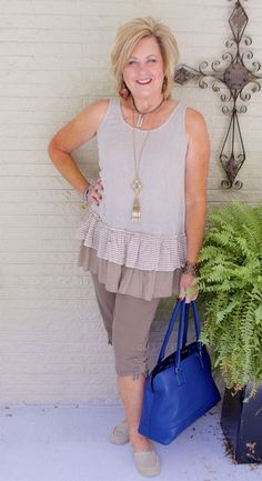 Best Outfits For Women Over 50 - Fashion Trends Fashion For Women Over 40, 50 Fashion, Plus Size Fashion, Fashion Outfits, Fashion Tips, Fashion Design, Fashion Trends, Ladies Fashion, City Fashion