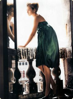 The green reminds me of the dress in Atonement..<3
