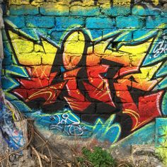 #Life #streetart #streetartist #urbanart #urbanartist #graffiti #graff #graffitiwall #wall #wallporn #wallpornart #streetarteverywhere #streetphoto #streetartandgraffiti #urbanwalls #graffart #spray #bombing #collage #pochoir #sticker #instagraff #streetartmontreuil #montreuilgraffiti Palais des Congrès #montreuil
