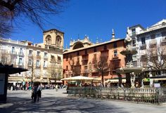 Food crawling is a part of the lifestyle in Granada, one of the few cities in Spain to still offer free tapas. We share some of our favorite spots for tapas around the city.