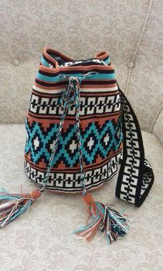 kızimin cantasi turkuaz asilligi Tribal Patterns, Pretty Patterns, Tapestry Crochet Patterns, Knitting Patterns, Tapestry Bag, Crochet Purses, Tapestries, Crochet Projects, Purses And Bags