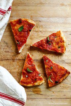 Cucina Scacciapensieri: Focaccia rossa con basilico e origano