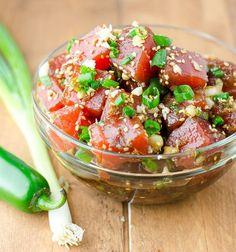 Ahi Tuna Poke🍣🥑😍 ⚠️𝐑𝐄𝐂𝐈𝐏𝐄 𝐁𝐄𝐋𝐎𝐖⚠️ Ingredients: 4 tbsp soy sauce 2 tbsp sesame oil 1 tbsp honey 1 scallion, chopped 1 lb tuna, cubed to bite size pieces Curing liquid: 1 cup water 3 tbsp salt 2 tbsp sugar Sushi rice season Sushi Recipes, Seafood Recipes, Asian Recipes, Cooking Recipes, Healthy Recipes, Easy Recipes, Tuna Ceviche, Tuna Tacos, Ahi Tuna Steak Recipe