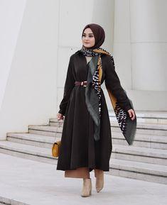 Islamic Fashion, Muslim Fashion, Modest Fashion, Fashion Outfits, Casual Hijab Outfit, Hijab Chic, High Street Fashion, Abaya Mode, Modele Hijab