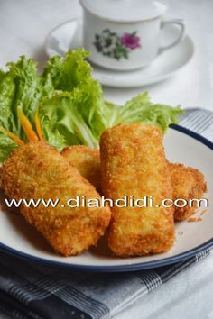 Risoles Ragout Appetizer Recipes, Snack Recipes, Cooking Recipes, Prawn Noodle Recipes, Indonesian Cuisine, Indonesian Recipes, Diah Didi Kitchen, Savory Snacks, Asian
