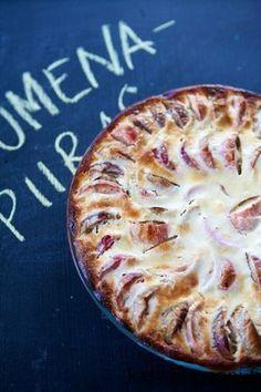 Omenapiirakka, joka syntyy käden käänteessä - voiko parempaa toivoa? Pohjaan tulee jogurttia, mikä tekee kokonaisuudesta mehevän.