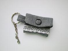 Schlüsselanhänger - Schlüsselanhänger Minigeldbörse hellgrau - ein Designerstück von Sillly bei DaWanda