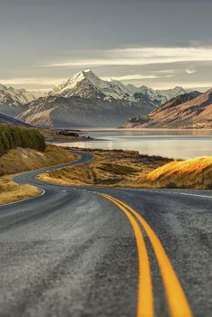 Th road to the Mount Cook [aka Aoraki (its Maori name)], New Zealand's highest summit by Benjamin GS