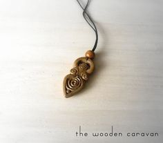 Wooden Goddess pendant, hand carved on walnut wood. Finished with walnut mordant and a thin layer of protective transparent varnish.  Hours worked: 4  Lanyard included.  Measures:  Length: 4,5 cm (1.77 inches) Width: 2,1 cm (0.82 inches) Thickness: 0,7 cm (0.27 inches)  Feel free to contact me for any information.  Estimated shipping times: Europe: 3 business days Mediterranean basin: 5 business days North America: 6 business days Russia: 6 business days Australia, New Zealand and Oceania…