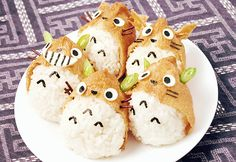 Totoro Inari Sushi ♥ (i find it difficult to eat them. how can i gnaw that cute totoro? Bento Kawaii, Cute Bento, Hamster Food, Japanese Food Art, Japanese Candy, Sushi Art, Sushi Food, Veggie Food, Bento Food
