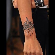Bracelete da @mariliagabrielaa #tattoo #bishoprotary