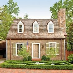 Charming Home Exteriors: Cottage with Colonial Williamsburg Style