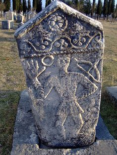 Appearing in the mid 12th century, with the first phase in the 13th century, the tombstones reached their peak in the 14th and 15th century, before disappearing during the Ottoman occupation in the very early 16th century.
