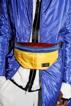 Primary-coloured bum bag backstage at Pigalle PFW. Nike Fashion, Sneakers Fashion, Mens Fashion, Fashion Trends, Fashion Articles, Festival Outfits, Textiles, Bag Accessories, Sportswear