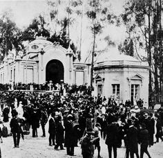 Parque de la Independencia en 1918. Foto del Libro Azul de Colombia Cool Pictures, Past, Street View, Design, Bogota Colombia, Barranquilla, Caribbean, Old Pictures, Parks