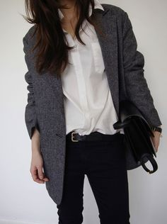 This describes me. I like simplicity when it comes to the way I dress. Simple but stylish simultaneously.