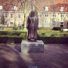 Statue of Willem of Orange in Prinsenhof Garden