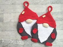 Crochet potholders // Wichtel potholders Now crochet with red, green and white wool highlight pot holders in the shape of elves. Great for Christmas or as a gift. oberteile in deutsch Crochet potholders // Wichtel potholders Knitting Socks, Hand Knitting, Knitting Patterns, Crochet Patterns, Crochet Potholders, Crochet Dishcloths, Crochet Double, Crochet Rabbit, Learn How To Knit